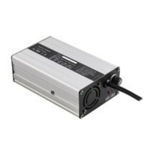 Akkumulátor töltő 4S 8A lítium-vasfoszfát LiFePO4 12,8V akkumulátorhoz